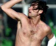 Adani a torso nudo dopo un gol