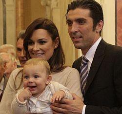 Gianluigi Buffon e Alena Seredova con il primo figlio Louis Thomas Buffon