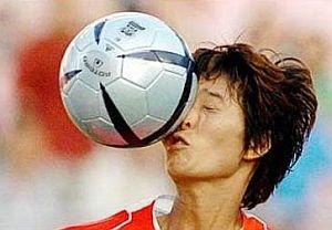 foto divertente pallonata in faccia