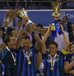 Materazzi e Zanetti alzano Coppa Italia 2011 e Coppa 150 anni Unità d'Italia