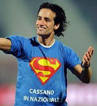 Invasione di campo con maglia Cassano in Nazionale