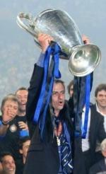 Josè Mourinho alza la Coppa Campioni 2010
