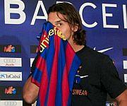 Zlatan Ibrahimovic bacia maglia Barcellona