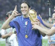 Toni con la Coppa del Mondo 2006